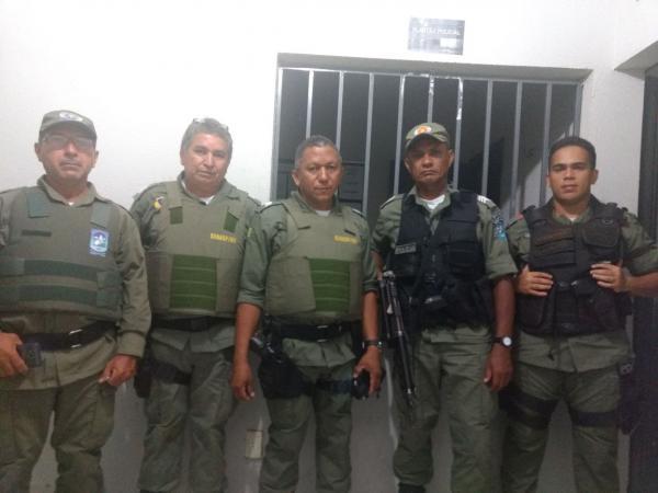 Suspeito é baleado por policial durante tiroteio em Monsenhor Gil e comparsa é preso em Agricolândia