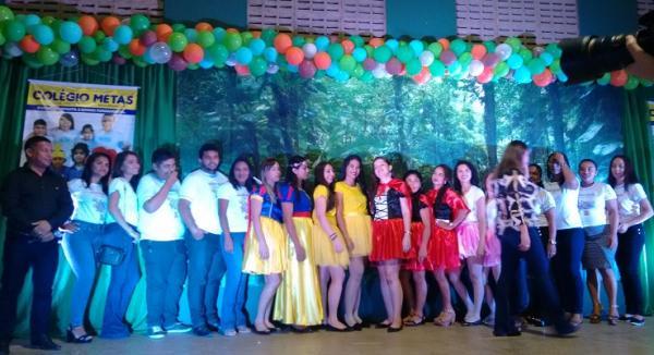 Colégio Metas de Água Branca, realizou a 3ª Festa do Livro para alunos e homenagem ao Dia das mães