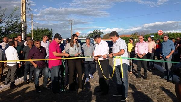 Prefeito Walter Alencar inaugura diversas obras em  Agricolândia