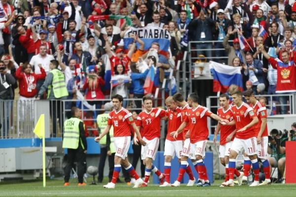 Rússia massacra a Arábia Saudita por 5 a 0 e garante festa da torcida em estreia