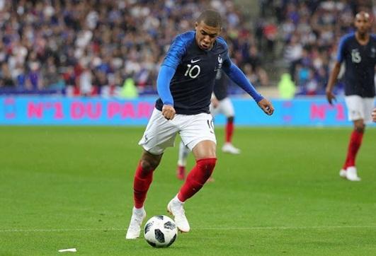 Seleção da França garante classificação e elimina o Peru da Copa