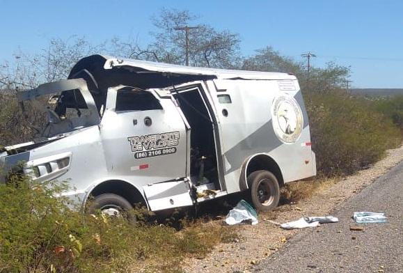 Carro-forte é explodido por quadrilha na BR-407, trecho do município de Jaicós (PI)