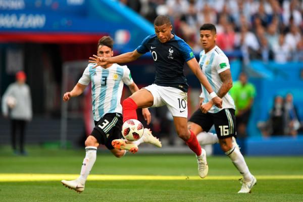 França faz 4 a 3 na Argentina, e Messi dá adeus à 4ª Copa
