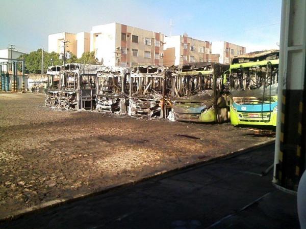 Taguatur avalia se incêndio em sete ônibus foi criminoso e prejuízo é de R$ 2,7 milhões