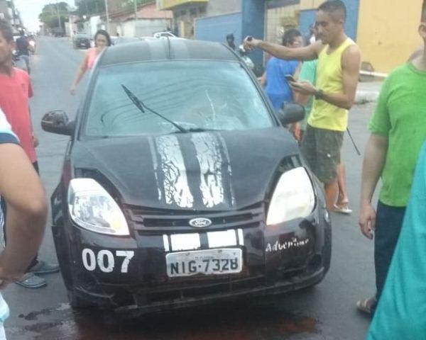 Duas pessoas ficam feridas em acidente entre carro e moto em Floriano
