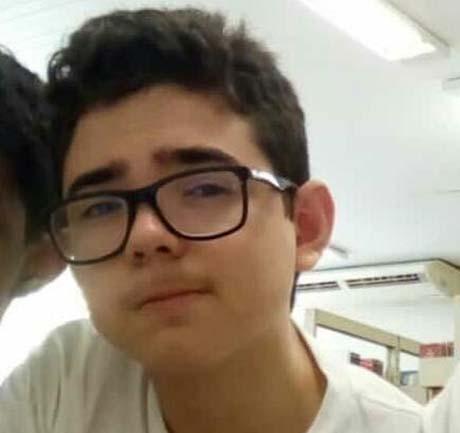 Adolescente morre eletrocutado ao colocar celular para carregar