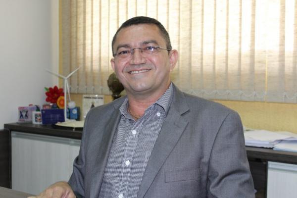 Juiz cassa mandato do prefeito de Picos Padre Walmir