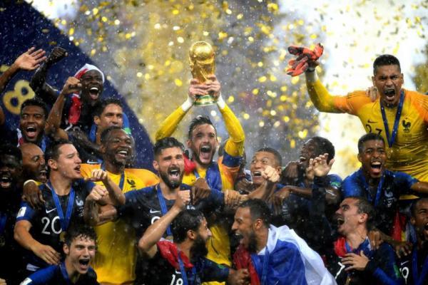 França vence Croácia por 4 x 2 e é bicampeã mundial de futebol