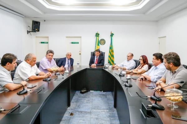 Wellington Dias comunica a Themístocles que Regina Sousa será a vice