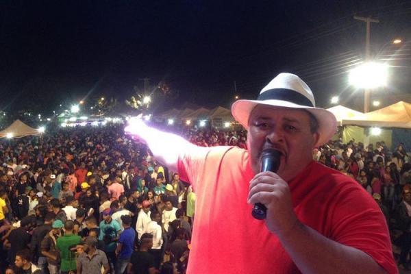 Cantor Cizinho, da banda Forró Bandido, morre de infarto em hospital