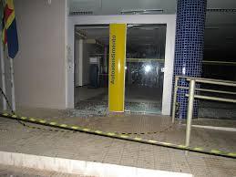 Bandidos explodem duas agências bancárias e fazem reféns em Oeiras