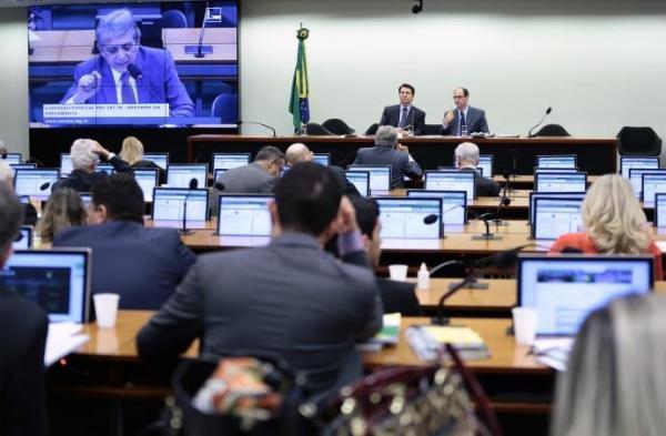 Reforma da Previdência é aprovada em Comissão Especial no Congresso