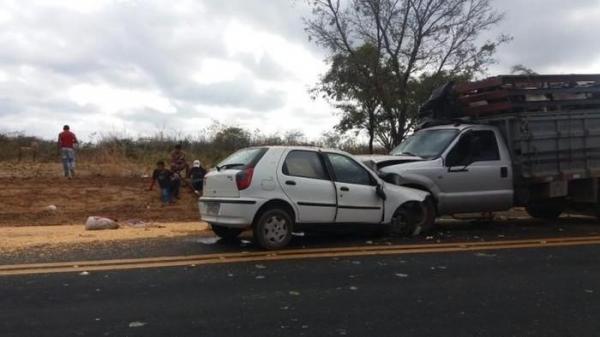Homem morre em grave acidente entre carro e caminhão na BR-316 próximo a Elesbão Veloso