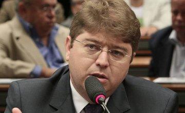 Rodrigo Martins emite nota sobre desistência de candidatura