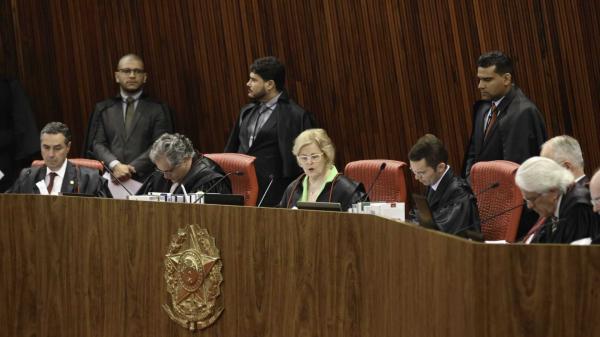 Maioria do TSE vota pela rejeição da candidatura de Lula