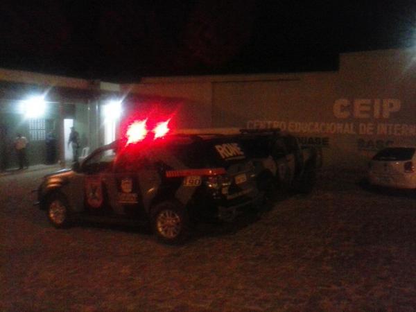 Três adolescentes transferidos do CEM serram grades e fogem do CEIP