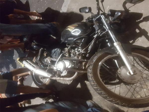Filho é assassinado e pai baleado enquanto trafegavam de moto no Dirceu