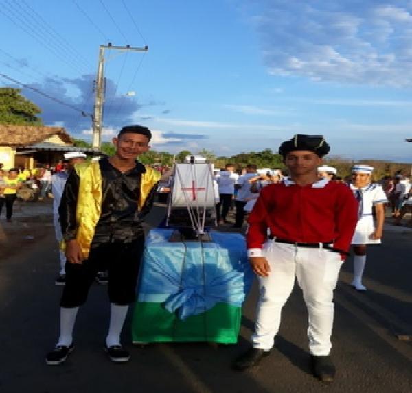 Desfile Cívico reúne alunos da rede municipal de ensino