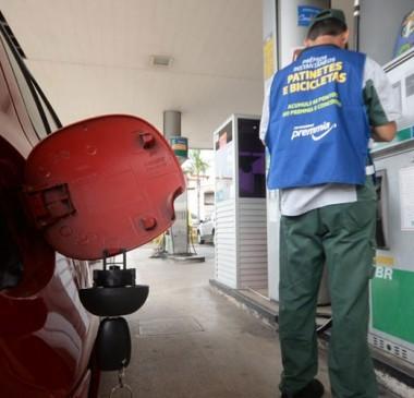 Preço da gasolina bate recorde e chega ao maior valor em dez anos