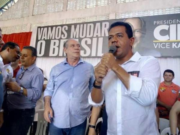Teresina: presidenciável Ciro Gomes faz visita ao Mercado do Dirceu