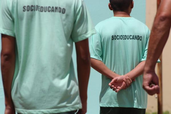 Jovens condenados por estupro coletivo saem do CEM para morar em casa abrigo