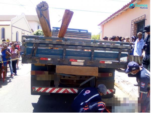 Idoso morre atropelado por caminhão no Centro de Regeneração