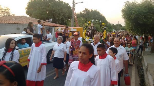 Procissão no encerramento dos Festejos de São Francisco das Chagas em Hugo Napoleão