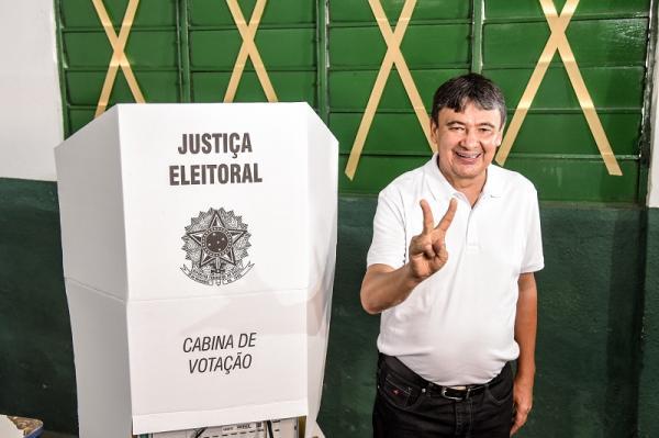 Wellington Dias é reeleito governador com 54% dos votos