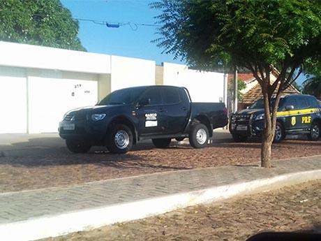 MP e PRF cumprem mandado de busca e apreensão na casa de prefeito no Piauí