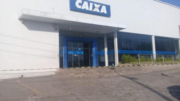 Bandidos explodem caixa eletrônico de agência da Caixa em Teresina