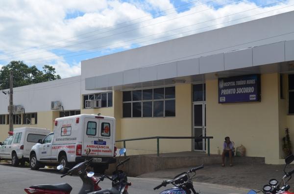 Mulher é baleada na cabeça pelo marido e socorrida em hospital de Floriano
