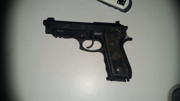 Policial civil é esfaqueado e tem arma roubada em Barro Duro