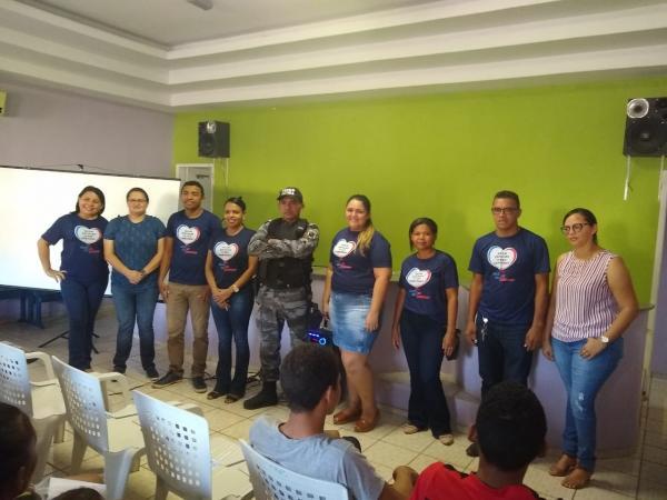 Força Tática ministra palestra sobre responsabilidade dos pais em Santo Antonio dos Milagres