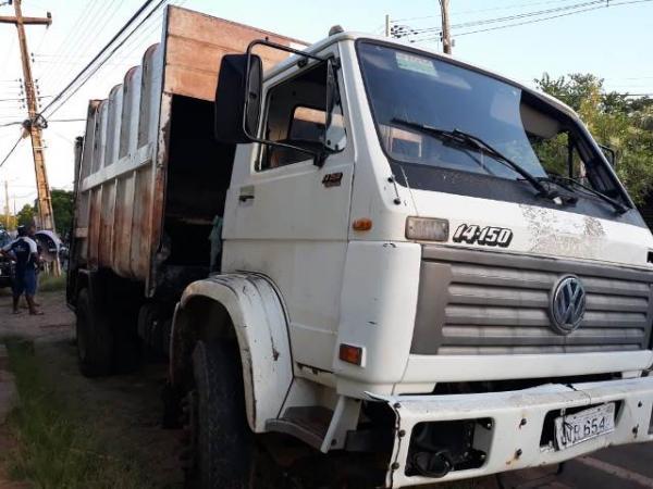 PRF apreende veículo coletor de lixo com placas de moto no Piauí