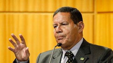 General Mourão se diz honrado em assumir Presidência da República