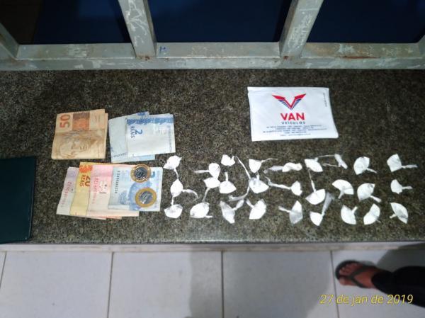 Polícia prende três jovens com drogas na cidade de Água Branca (PI)
