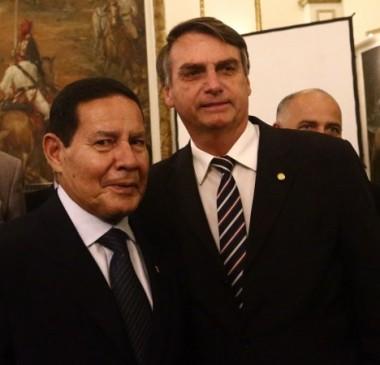 Bolsonaro faz cirurgia e Mourão assume a presidência por 48 horas