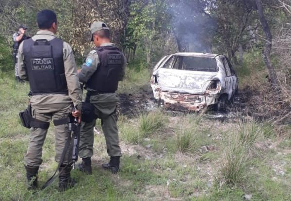 Corpo é encontrado dentro de carro incendiado em José de Freitas