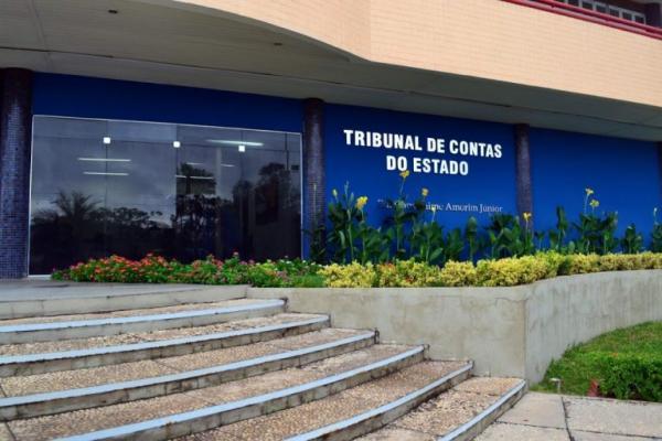 TCE determina bloqueio de contas de oito prefeituras e dezoito câmaras municipais do Piauí