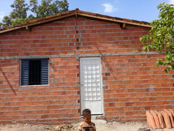 Projeto Maria Passe na frente emite nota de agradecimento aos contribuintes da construção da casa da Maria  de Jesus, (Duda)