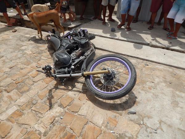 Colisão de moto contra poste deixa um morto e outro ferido em Beneditinos-PI