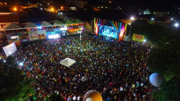 Primeira noite de carnaval em Água Branca: Chicabana animou milhares de foliões