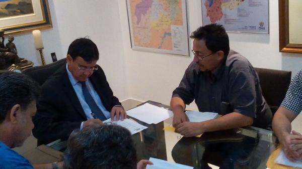 Walter Alencar protocola pedido para a conclusão da malha asfáltica que liga Agricolândia a Lagoinha