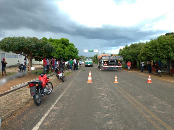 Homem morre em acidente entre moto e caminhão na PI-354 em Olho D'água do Piauí
