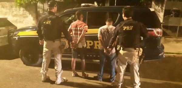 PRF prende dupla realizando assaltos próximo a faculdade na zona Leste de Teresina