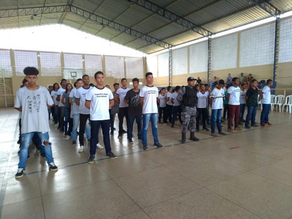 Projeto Cidadão Mirim de Amarante realiza formatura e recebe uniformes