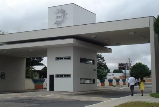 Com bloqueio de 30%, UFPI deixará de liberar veículos para congressos