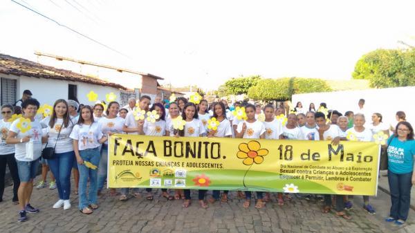 Caminhada das campanhas Faça Bonito e Fora da Escola Não Pode! aconteceu nesta terça em Hugo Napoleão