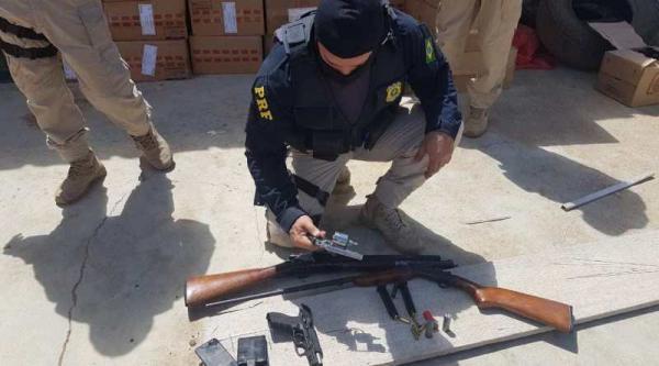 PRF apreende carga de cigarros contrabandeados e armas na BR 316