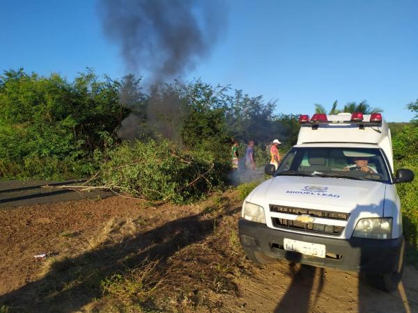 Moradores interditam rodovia PI-232 em protesto contra falta de energia em Miguel Leão